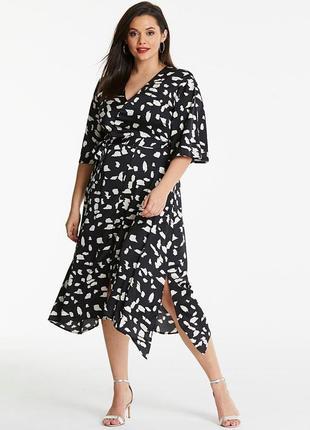 Ассиметричное платье-макси в принт.