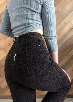 Леопардовые штаны высокая посадка, леопардовый принт, джинсы брюки