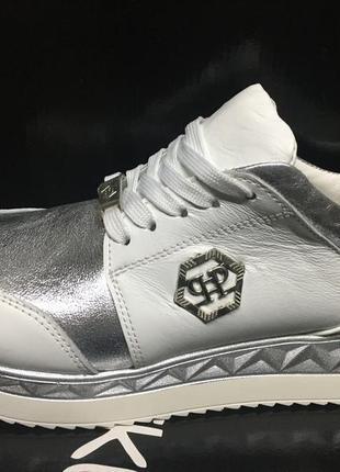 Удобные бело- серебряные кожаные кроссовки
