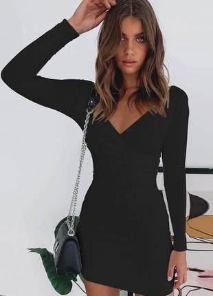 Базовое чёрное короткое платье размер xs с длинными рукавами