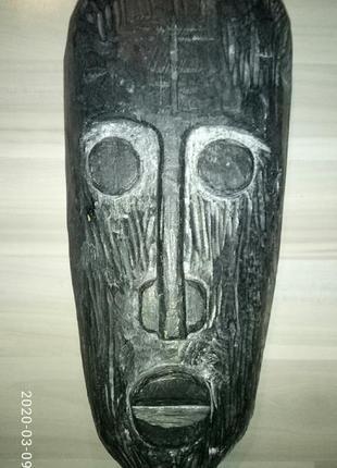 Маска африканская  из массива дерева