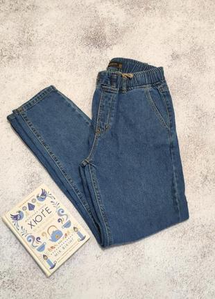 Базовые джинсы мом на резинке багги