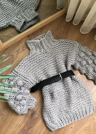 Удлинённый свитер крупной вязки