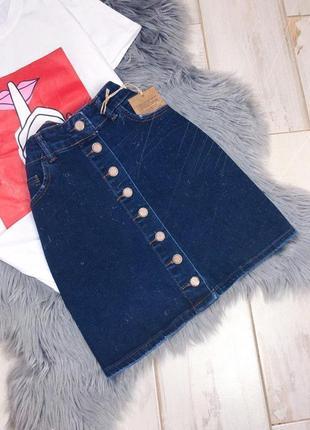 Темно-синяя джинсовая юбка на пуговках по средине