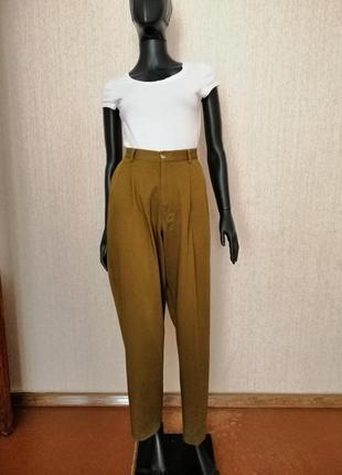 Стильные брюки с защипами