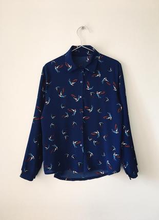 Рубашка синего цвета с принтом ласточек missguided синя блуза з ластівками