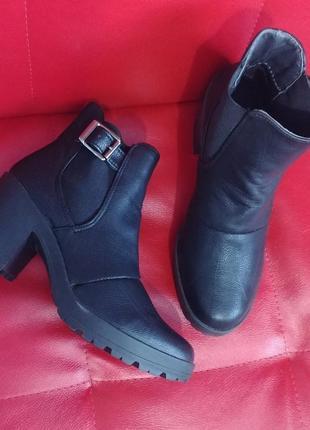 Черные ботинки 39- 40рр