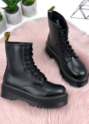 Трендовые ботинки мартенсы деми