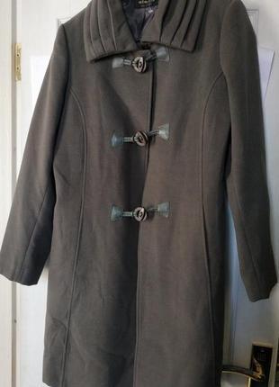 Красивое пальто серого цвета