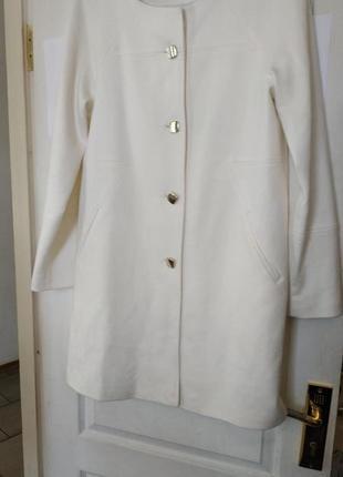 Очень красивое белое пальто