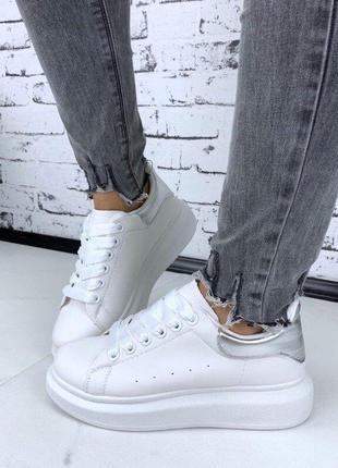 Белые кроссовки, мокасины, кеды на платформ