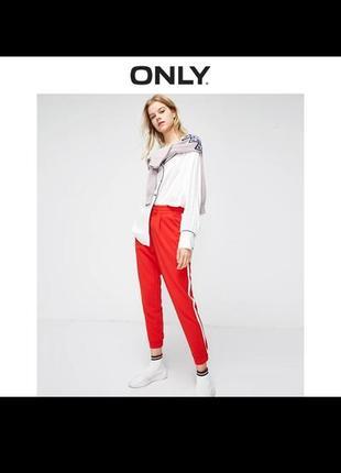Красные штаны с лампасами от only