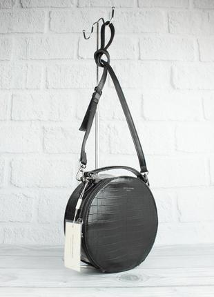 Круглая сумочка через плечо david jones 6145-2 черная с тиснением под крокодила
