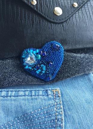 Брошь голубое сердце