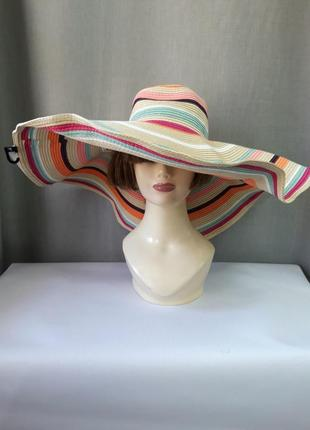 Соломеная шляпка с большими полями германия