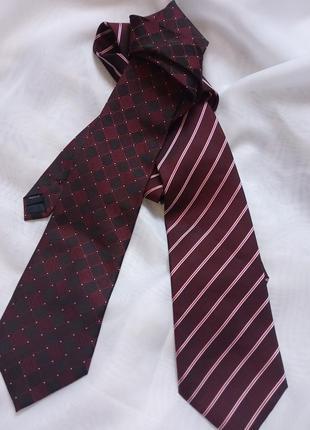 Стильный бордовый галстук
