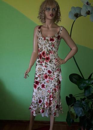 Очаровательное нарядное платье с бархатным принтом