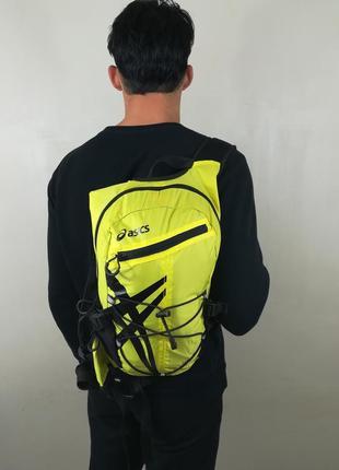 Водостойкий и вместительный рюкзак от asics