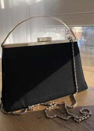 Чёрная сумка на цепочке