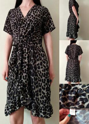 Красивое платье в леопардовый принт хаки  m