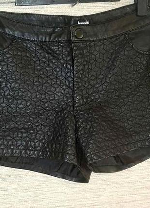 Женские короткие шорты из кожзама фирмы jennyfer