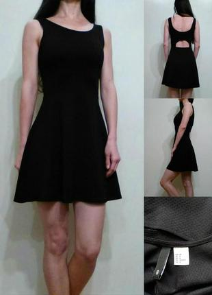 Универсальное черное платье с вырезом сзади xs-s