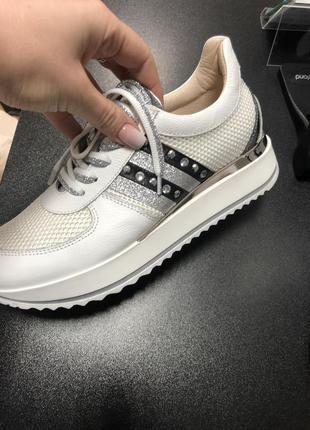Продам итальянские кроссовки marelli
