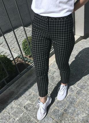 Черные брюки штаны в клетку atmosphere