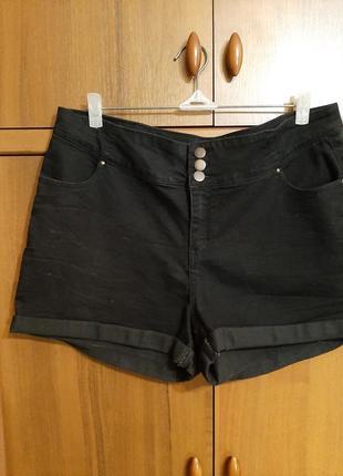 Черные шорты размера 52.