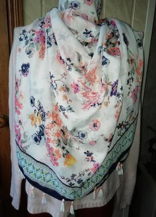 Большой, очень красивый палантин, шарф, вискоза и шелк, с кисточками