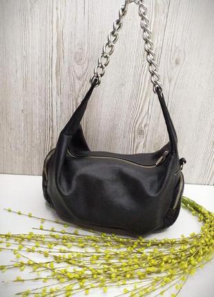 Небольшая и  вместительная кожаная сумка