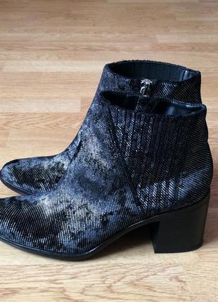 Велюровые ботинки calvin klein оригинал 41 размера в идеальном состоянии