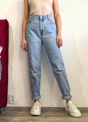 Винтажные голубые мом джинсы levi's