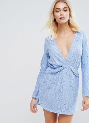 Голубое платье с глубоким декольте гипюровое на подкладке pretty little thing новое
