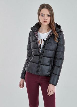 Черная куртка, трендовая демисезонная куртка.
