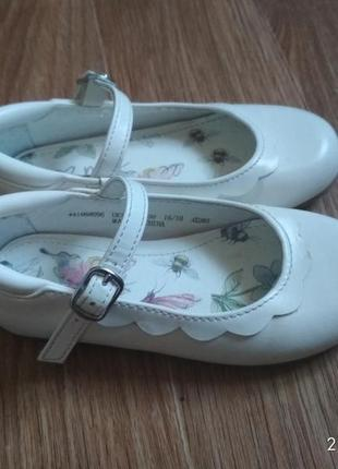 Белые туфельки на девочку