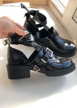 Лаковые открытые авторские ботинки