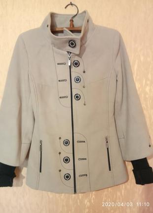 Пальто с вязаным рукавом