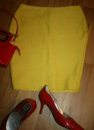 Стильная ярко-желтая юбка оригинального фасона и необычной текстуры от cos