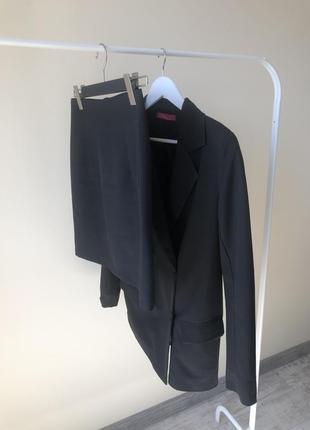 Чёрная базовая юбка с костюмной ткани
