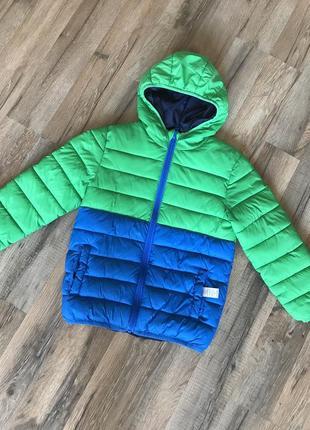 Яркая демисезонная курточка