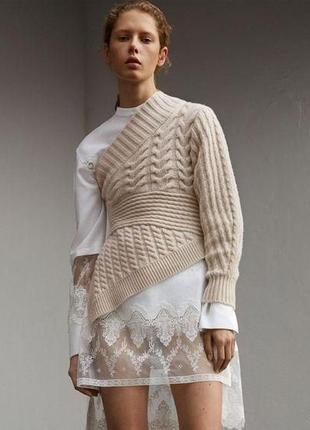 Бежевый айвори белый свитер кофта вязаная на один рукав голое плечо дизайнерская эксклюзив