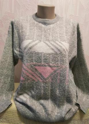 Симпатичный свитерок с геометрическим рисунком большого размера