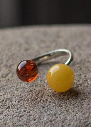 Серебренное кольцо с янтарем