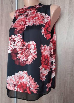 Нарядная и красивая блуза