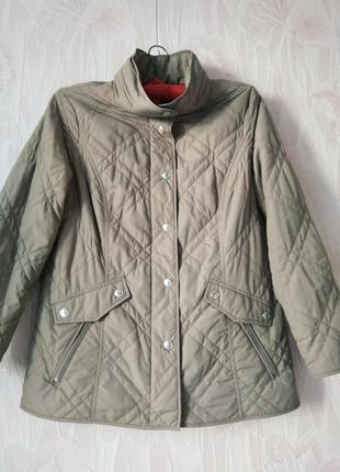 Лёгкая куртка весна-осень большого размера.