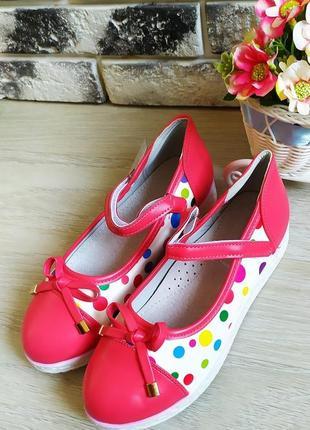 Яркие туфельки на девочку