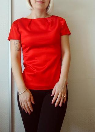 Яскрава атласна блуза