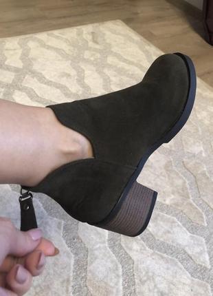 Удобные ботиночки цвета темный хаки. размер полномерный37. ботинки классные2 фото