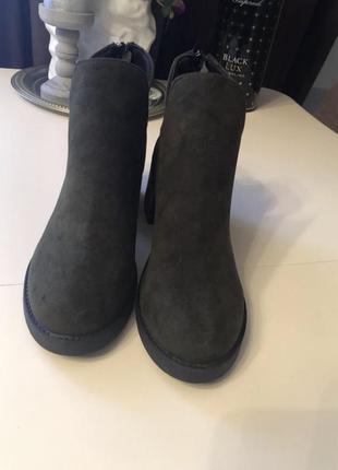 Удобные ботиночки цвета темный хаки. размер полномерный37. ботинки классные